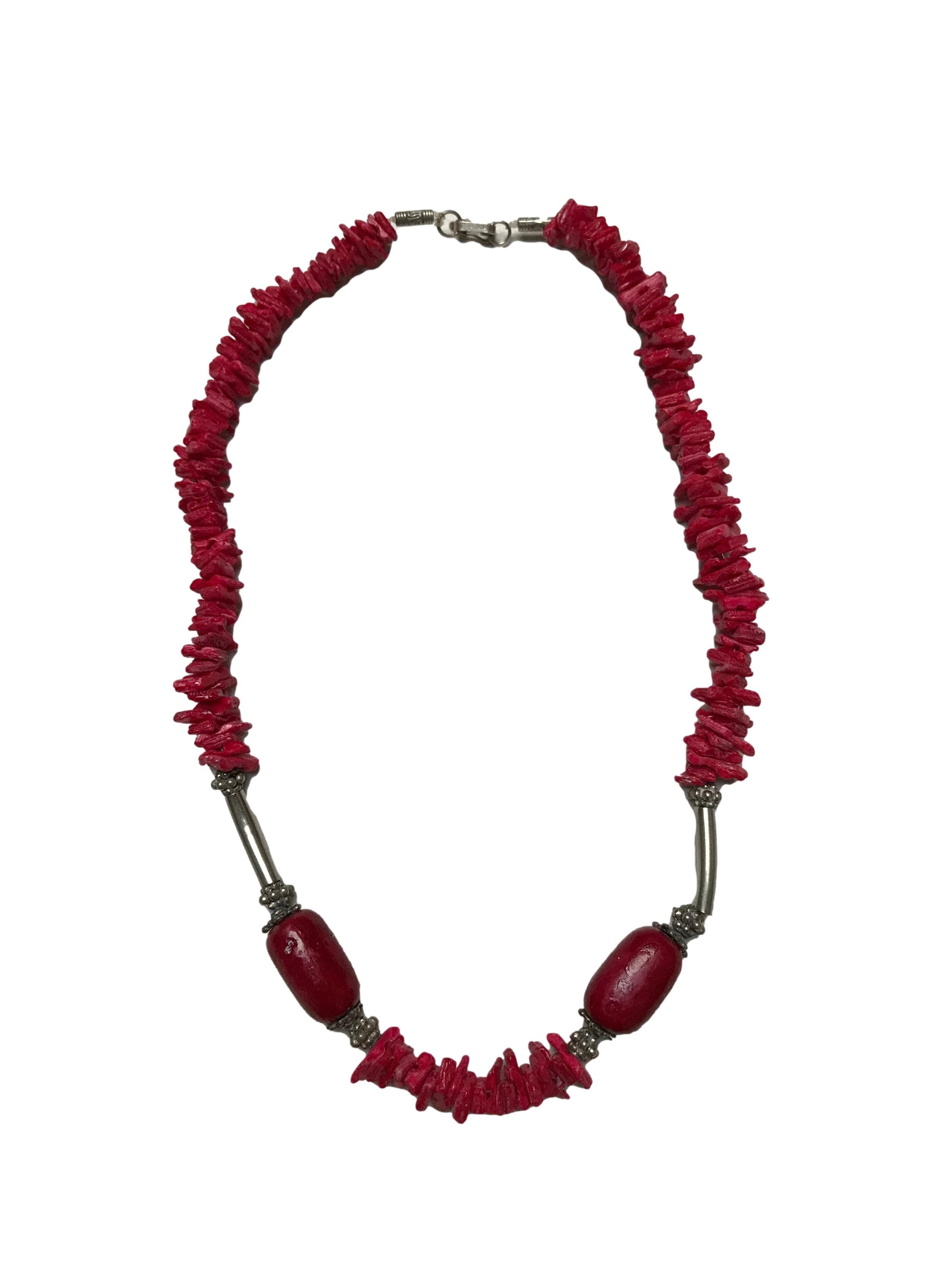 Collar shakira con piedra pulida y elementos de plata. Largo 48cm