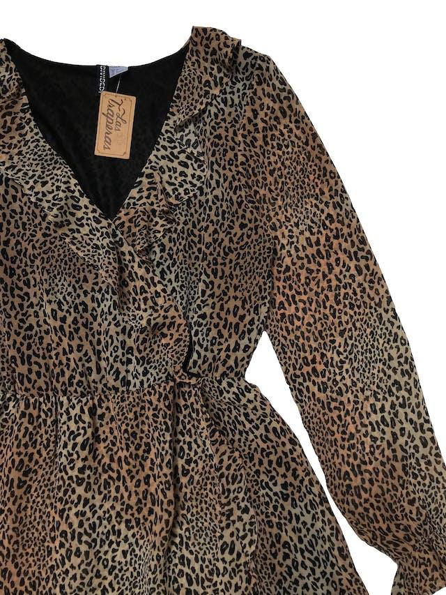 Vestido H&M de gasa animal print, cuerpo forrado, modelo cruzado con volantes y cintura elástica. Busto 84cm Largo 85cm foto 2