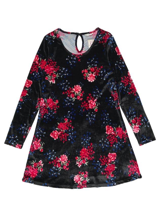 Vestido negro de plush negro con flores, corte en A, es stretch. Busto 84cm sin estirar. Largo 82cm foto 1