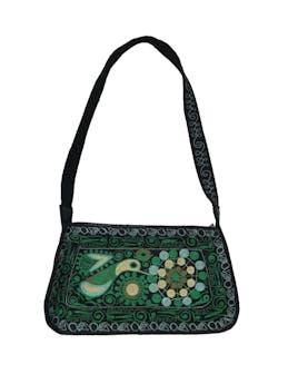 Carterita negra con bordado verde, tiene cierre y forro interno. Medidas 13x22x5cm foto 1