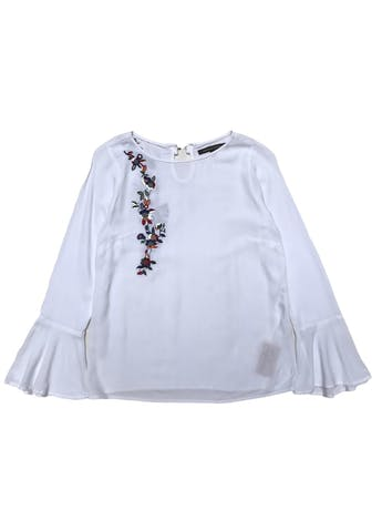 Blusa Mentha&chocolate blanca con bordado y puños campana, tiene broche posterior en el cuello. Busto 90cm Largo 55cm. Precio original S/169 foto 1