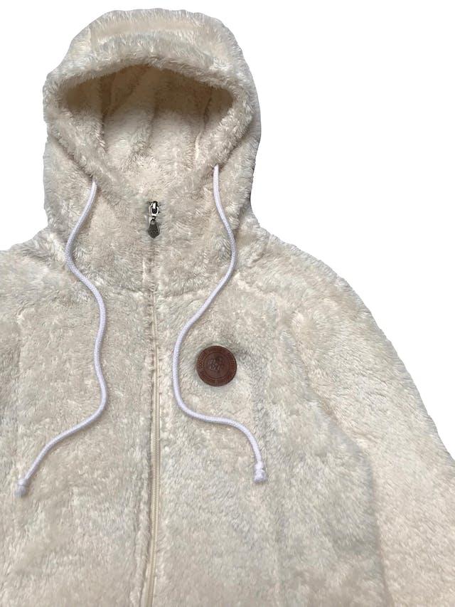 Casaca Doo Australia de peluche crema, con capucha, cierre y bolsillos delanteros. Ancho 100cm Largo 55cm foto 2