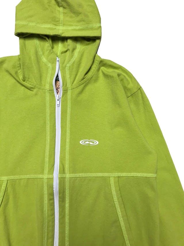Casaca deportiva de algodón stretch, con capucha, bolsillos y cierre delantero. Largo 60cm. Ancho 100cm. foto 2