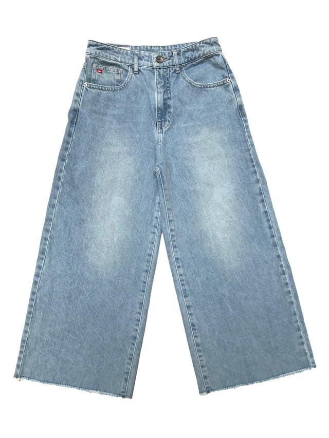 Culotte Kidsmadehere de jean rígido, wide leg con basta desflecada, tiene bolsillos laterales y posteriores. Cintura 62cm Largo 84cm. Precio original S/ 159 foto 1