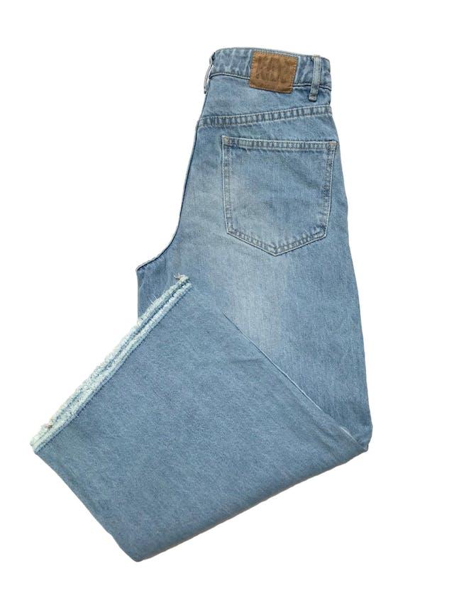 Culotte Kidsmadehere de jean rígido, wide leg con basta desflecada, tiene bolsillos laterales y posteriores. Cintura 62cm Largo 84cm. Precio original S/ 159 foto 2