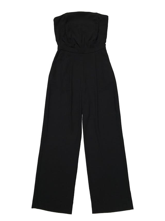 Enterizo pantalón H&M negro de tela lana tipo sastre, strapless con elástico para adaptarse al cuerpo, bolsillos laterales y pierna recta, lleva cierre lateral invisible. Cintura 68cm Largo 120cm foto 1