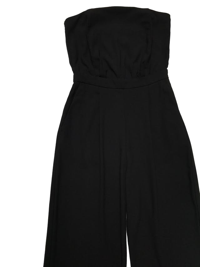 Enterizo pantalón H&M negro de tela lana tipo sastre, strapless con elástico para adaptarse al cuerpo, bolsillos laterales y pierna recta, lleva cierre lateral invisible. Cintura 68cm Largo 120cm foto 2