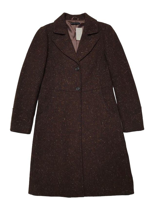 Abrigo Sisley marrón jaspeado, tela tipo lana compacta, forrado, tiene solapas, botones y bolsillos delanteros. Ancho 92cm Largo 95cm. Precio original S/ 700 foto 1