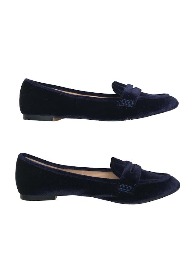 Mocasines Zara de terciopelo azul. Estado 9/10 solo signos de uso en la suela. Precio original S/ 119 foto 2
