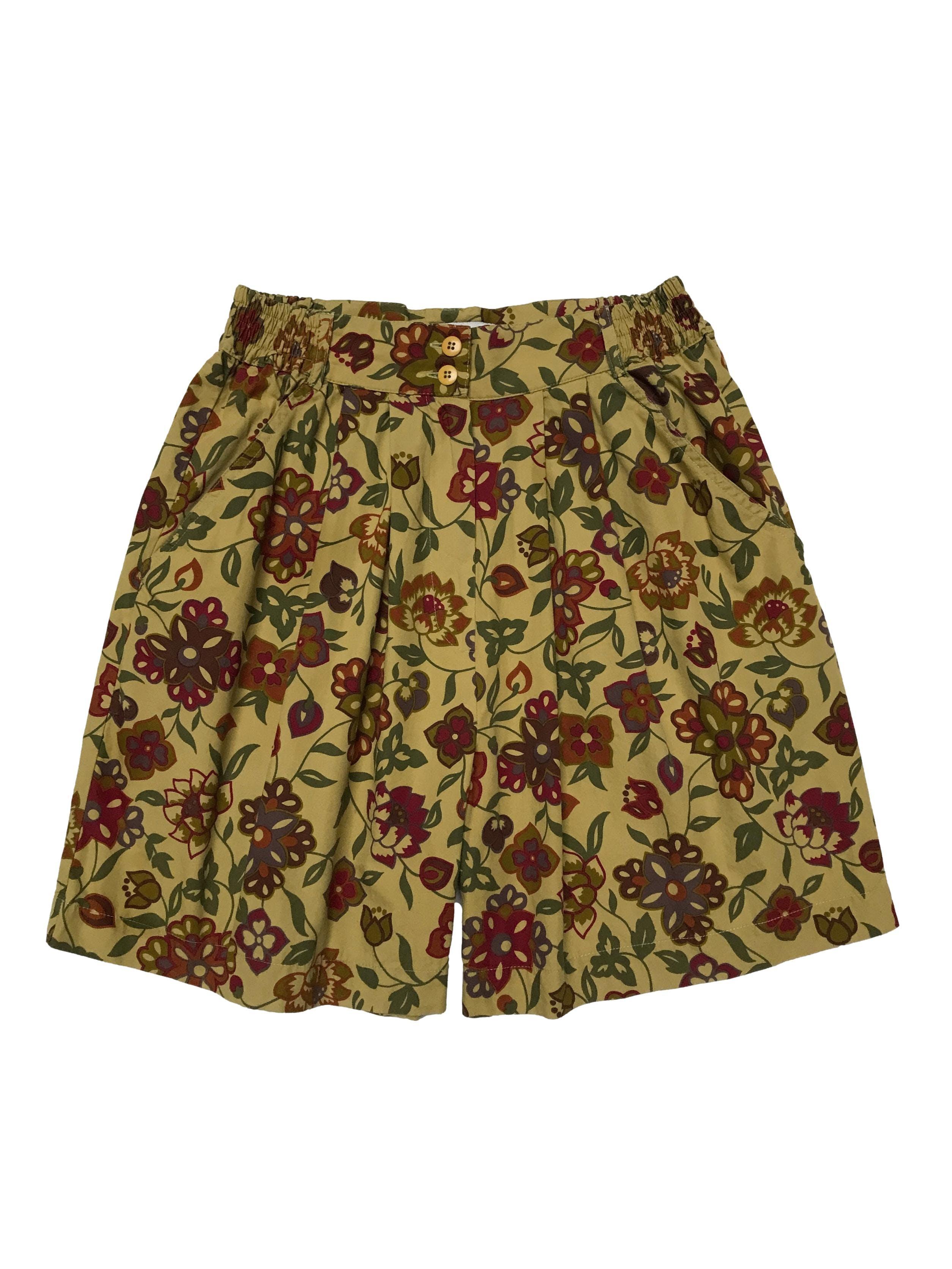 Short Cortefiel vintage 100% algodón, a la cintura con pliegues, botón cierre y bolsillos, pretina con elástico en laterales. Cintura 66cm sin estirar Largo 45cm