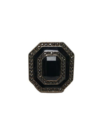 Anillo vintage placa metálica dorada con acrílico negro facetado e incrustaciones tipo diamantes. Medidas 4x3.5cm foto 1