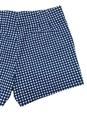 Short Sfera a cuadros blancos, azules y negros, tiro medio,  100% algodón, tiene bolsillos laterales y botones metálicos en la cintura. Pretina 78cm Largo 34cm. Nuevo con etiqueta. foto 2
