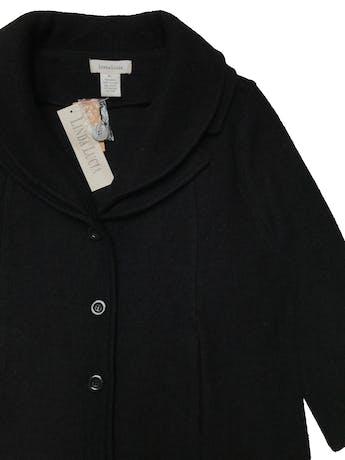 Chaqueta Linda Lucía 100% lana negra, manga 3/4, doble solapa, bolsillos y botones delanteros. Busto 116cm Largo 58cm. Nueva con etiqueta. Precio original S/. 329 foto 2
