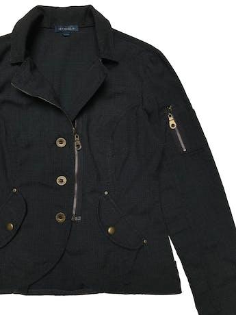 Casaca Scombro de algodón con cierre y botones metálicos, bolsillos con broches. Busto 98 cm. Largo 53 cm.  foto 2