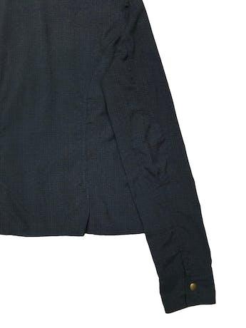 Casaca Scombro de algodón con cierre y botones metálicos, bolsillos con broches. Busto 98 cm. Largo 53 cm.  foto 3