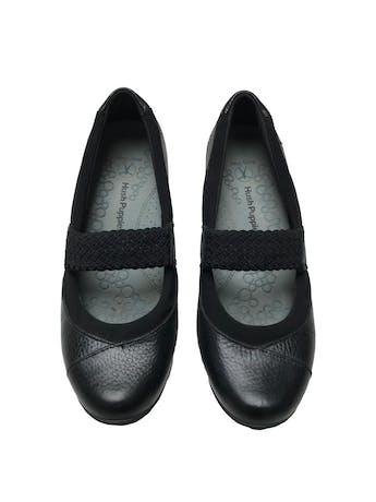 Zapatos Hush puppies de cuero negro con tira en empeine, taco cuña de 4cm. Estado 8.5/10 foto 2