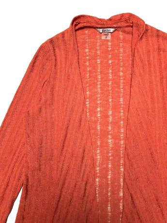 Cardigan Tanjay tejido de hilo anaranjado, zonas caladas, modelo abierto asimétrico, manga 3/4. Busto 98cm. Largo 57-67cm.  foto 2