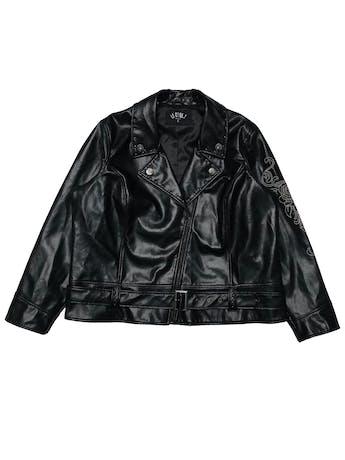 Biker jacket LLCoolJ polipiel negra con tachas, cierres, correa en basta y bordado en una manga, tiene forro. Busto 140cm Largo 62cm. Si eres de talla más pequeña queda super cool oversized. Precio original S/ 369 foto 1