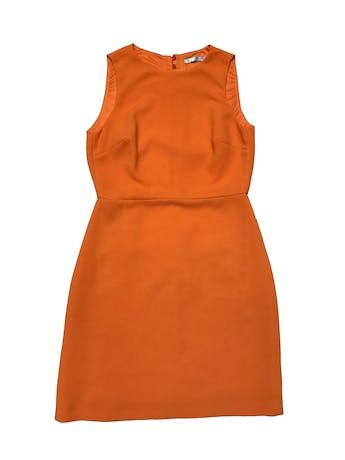 Vestido Zara anaranjado de tela con textura, forrado, con botón posterior en el cuello, escote en espalda y cierre en falda. Busto 90cm Cintura 72cm Largo 85cm foto 1