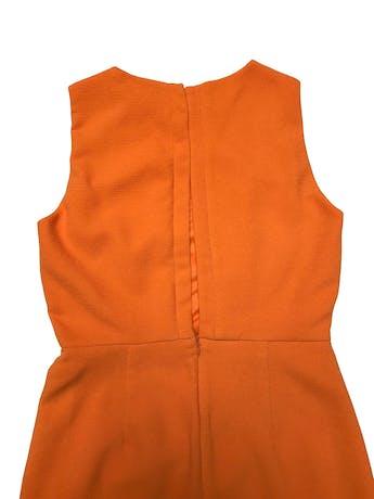 Vestido Zara anaranjado de tela con textura, forrado, con botón posterior en el cuello, escote en espalda y cierre en falda. Busto 90cm Cintura 72cm Largo 85cm foto 2