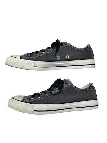 Zapatillas Converse caña baja, gris efecto lavado, pasadores negros. Estado 9/10. foto 1