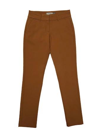 Pantalón Apology camel, formal, tiro medio, bolsillos laterales, corte slim ligeramente stretch. Cintura 75cm Cadera 94cm sin estirar Largo 102cm foto 1