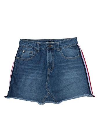 Falda denim Pretz, five pockets, franjas laterales y basta desflecada. Cintura 72cm Largo 36cm foto 1