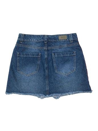 Falda denim Pretz, five pockets, franjas laterales y basta desflecada. Cintura 72cm Largo 36cm foto 2
