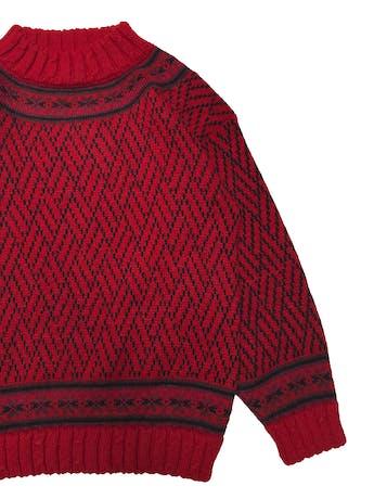 Chompa vintage roja con detalles negros, cuello alto, abriga. Busto 96cm Largo 60cm foto 2