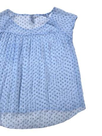 Blusa Aeropostale de gasa celeste con florcitas azules. Busto 100cm Largo 55-60cm foto 2