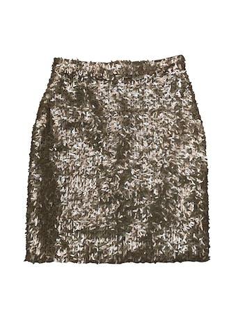 Falda recta de mostacillas alargadas doradas, forrada, con cierre posterior. Cintura 70cm Largo 52cm foto 1