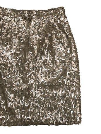 Falda recta de mostacillas alargadas doradas, forrada, con cierre posterior. Cintura 70cm Largo 52cm foto 2