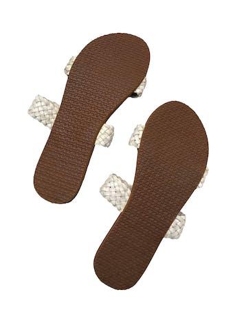 Sandalias billabong con trenzado crema en el empeine. Nuevas. Precio original S/ 80 foto 2