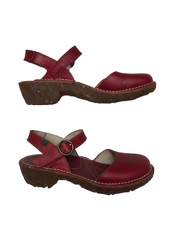Zapatos El Naturalista de cuero correa al tobillo, suela de caucho 4cm. Nuevos. Precio original S/ 450 foto 1