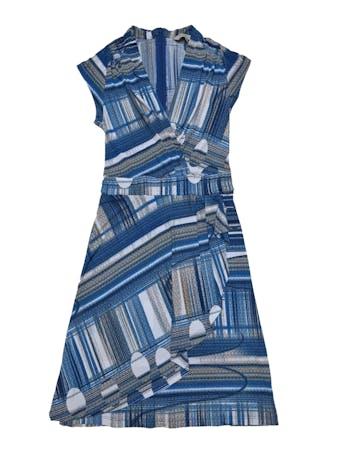 Vestido Joaquim Miro de tela stretch en tonos azules, escote cruzado, falda con capa asimétrica delantera y cierre en la espalda. Medidas sin estirar Busto 80cm Cintura 62cm Largo 90cm. Precio original S/ 250 foto 1