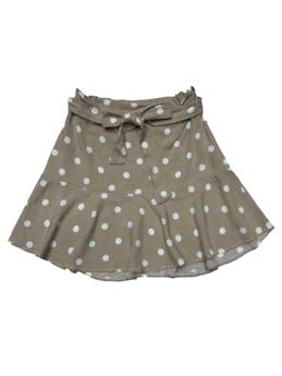Falda crema con dots blancos, pretina elástica atrás y cinto para amarrar, tela fresca con volante en la basta. Cintura 68cm sin estirar Largo 42cm foto 1