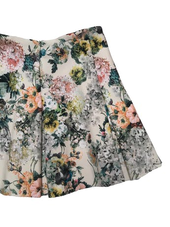 Falda Pull&bear beige con estampado de flores, tela gruesa con estructura. Cintura 68cm Largo 38cm foto 2