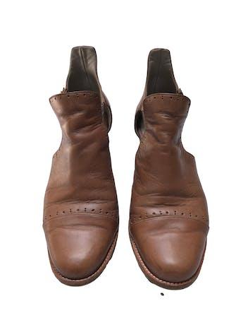 Zapatos artesanales Warmi 100% cuero, correa al tobillo, taco grueso 5cm. Tienen signos de uso pero el diseño es hermoso y el material muy duradero. Precio original estimado S/ 299 foto 2