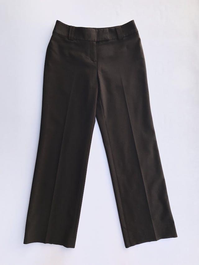 Pantalón Ann Taylor marrón, tela tipo sastre 45% lana 45% polyester, forrado, con broches y cierre, pinzas posteriores, corte recto. Modelo atemporal y versátil. Precio original S/ 300 Talla 27 foto 1