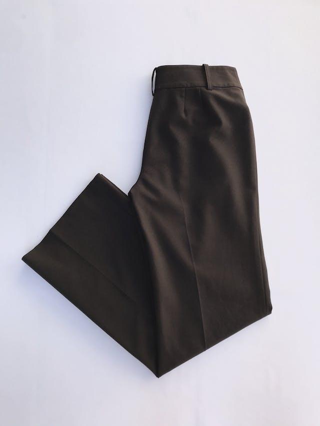 Pantalón Ann Taylor marrón, tela tipo sastre 45% lana 45% polyester, forrado, con broches y cierre, pinzas posteriores, corte recto. Modelo atemporal y versátil. Precio original S/ 300 Talla 27 foto 2