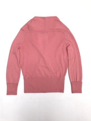Chompa BCBGMaxAzria rosada, 55% seda 45% cashemere, cruzado delantero con doblez en el cuello. Precio original S/ 500 foto 2